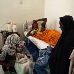 Muutaman tunnin ikäisellä Hamse Mahdi Farahilla on turvanaan äitinsä lisäksi myös useita sukulaisia.